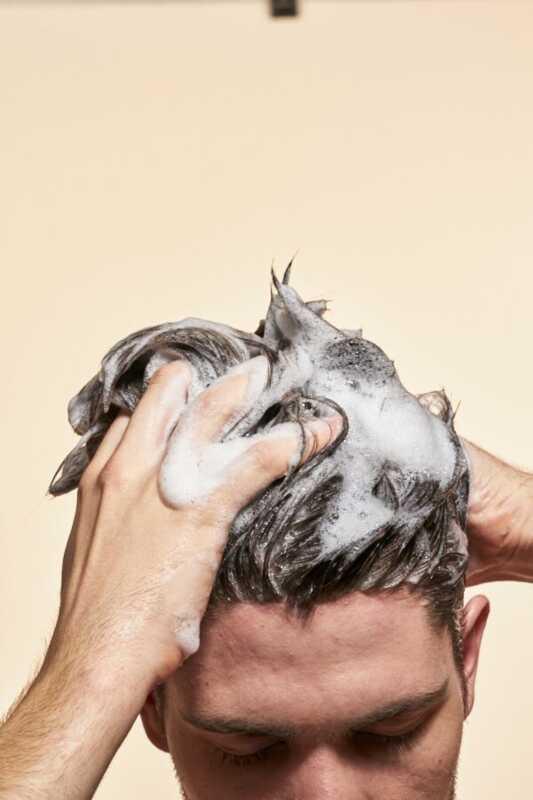 a5796ff2179 La caspa causa la caída del cabello? | e2stormed.eu